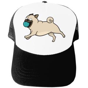 Gorra Perro Pug Carlino corriendo con pelota