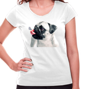 Camiseta de manga corta con Pug carlino con mariposa - Mujer